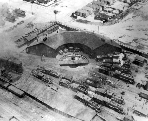 File:Roundhouse1926.jpg